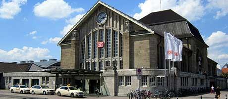 Hauptbahnhof in Darmstadt (Bild: Flickr.com / Kiefer, [url=https://creativecommons.org/licenses/by-sa/2.0/]CC BY-SA 2.0[/url])
