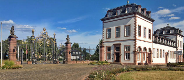 Schloss Philippsruhe in Hanau (Flickr.com / Roberto Strauss, [url=https://creativecommons.org/licenses/by-sa/2.0/]CC BY-SA 2.0[/url])