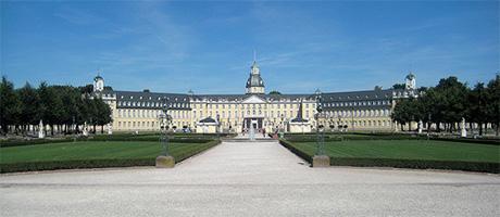 Schloss in Karlsruhe (Bild: Flickr.com / Tobias Mueller, [url=https://creativecommons.org/licenses/by/2.0/deed.de]CC BY 2.0[/url])