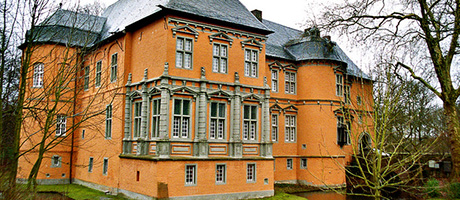 Ritterschloss in Mönchengladbach (Bild: Flickr.com / Polybert49, [url=https://creativecommons.org/licenses/by/2.0/deed.de]CC BY 2.0[/url])