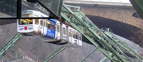 Schwebebahn in Wuppertal (Bild: Flickr.com / Felix O, [url=https://creativecommons.org/licenses/by-sa/2.0/]CC BY-SA 2.0[/url])