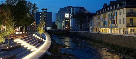Fluss Sieg in Siegen - Hier mit Treppenbeleuchtung (Flickr.com / Harry Traber, Sieg , [url=https://creativecommons.org/licenses/by/2.0/deed.de]CC BY 2.0[/url])