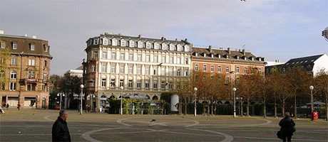 Wiesbaden Marktplatz (Bild: Flickr.com / lilli2de, [url=https://creativecommons.org/licenses/by/2.0/deed.de]CC BY 2.0[/url])