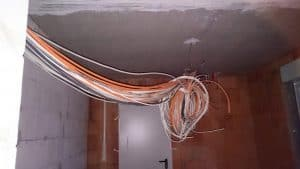 Kabel im HWR eines Neubaus